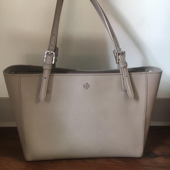 e284ed2b3fd M 5ab969843afbbd7b84fd0201. Other Bags you may like. NWT Tory Burch Emerson  Small Buckle Tote In Navy